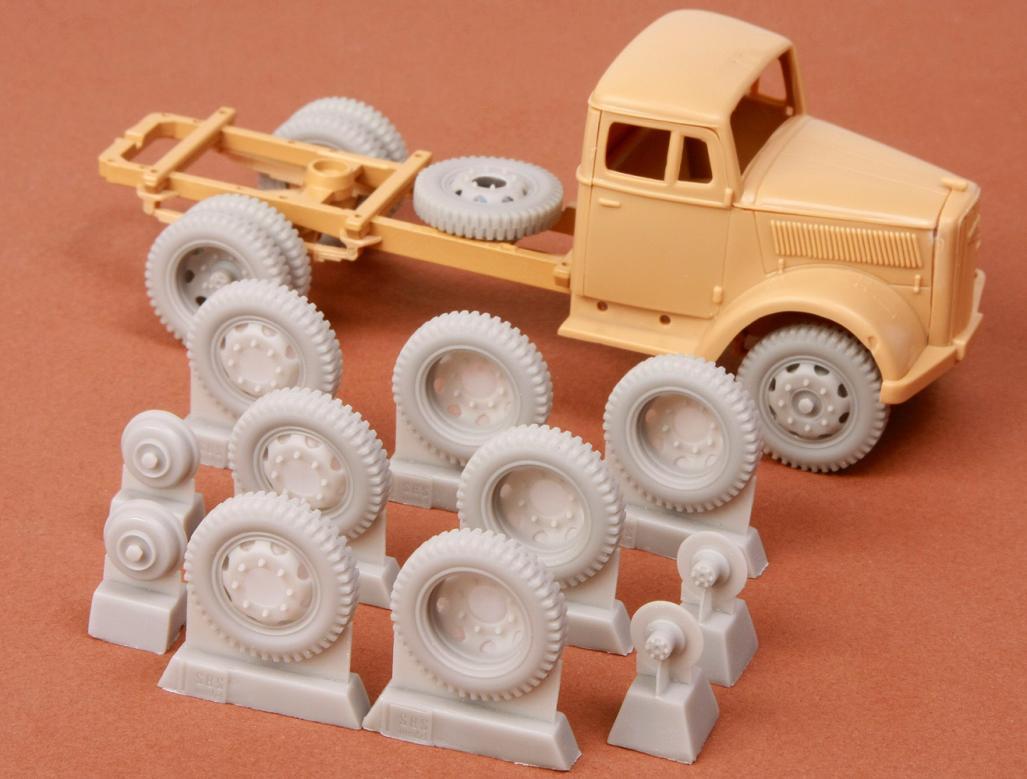 Kfz 385 wheel set (late 8-bolt type) for Italeri/Tamiya Opel Blitz kit